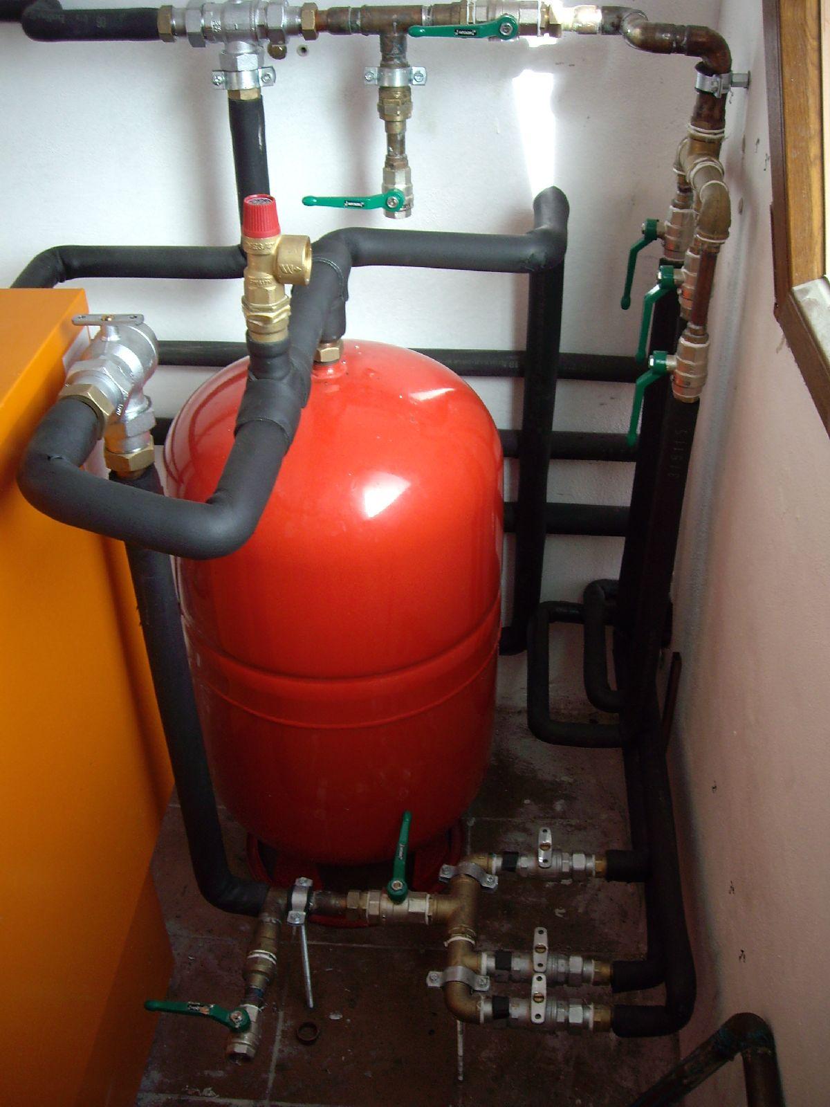 Instalacion de calefaccion solar - Caldera no calienta agua si calefaccion ...